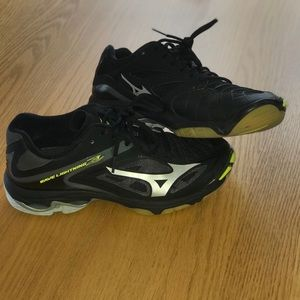 Shoes - Mazuno Wave Lightning Z3 volleyball shoes
